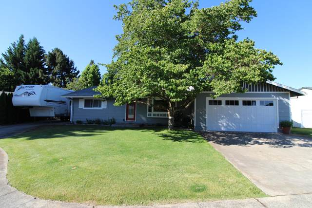 112 Hickory Drive, Rogue River, OR 97537 (MLS #220104689) :: Berkshire Hathaway HomeServices Northwest Real Estate