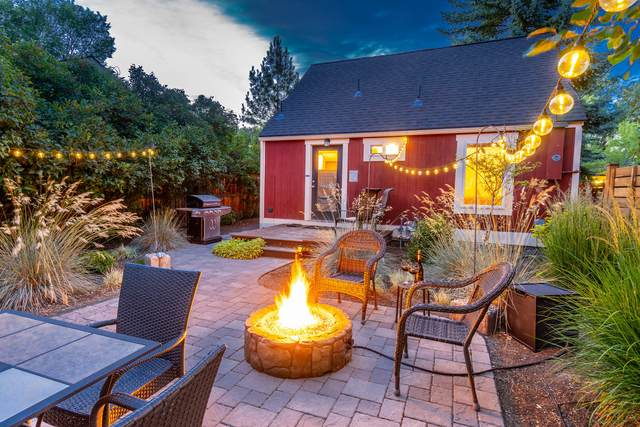 1011 NW Milwaukee Avenue, Bend, OR 97703 (MLS #220104703) :: Berkshire Hathaway HomeServices Northwest Real Estate
