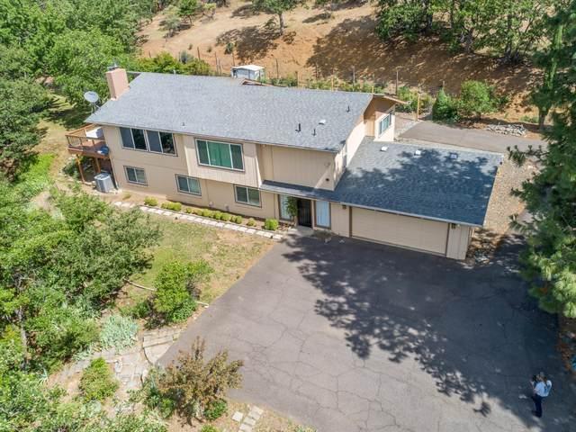 2304 Carpenter Hill Road, Medford, OR 97501 (MLS #220104759) :: Fred Real Estate Group of Central Oregon