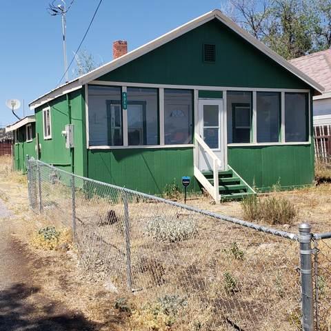 4317 Douglas Avenue, Klamath Falls, OR 97601 (MLS #220104771) :: Berkshire Hathaway HomeServices Northwest Real Estate
