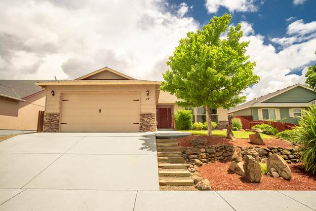 19 Woodcrest Circle, Eagle Point, OR 97524 (MLS #220104780) :: Berkshire Hathaway HomeServices Northwest Real Estate
