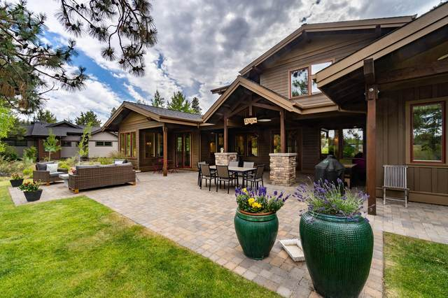 61480 Hackleman Court, Bend, OR 97702 (MLS #220104787) :: Berkshire Hathaway HomeServices Northwest Real Estate