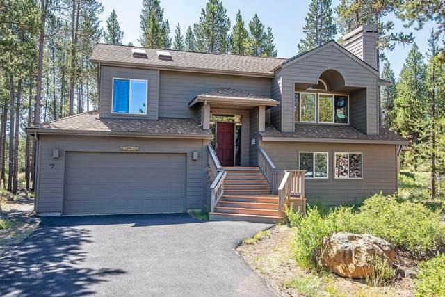 18221 Mt. Rose Lane, Sunriver, OR 97707 (MLS #220104798) :: Central Oregon Home Pros