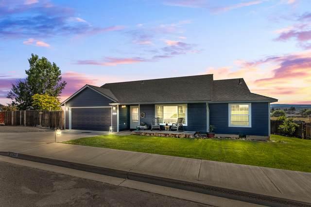 621 SW Cedar Hill Drive, Madras, OR 97741 (MLS #220104829) :: Berkshire Hathaway HomeServices Northwest Real Estate