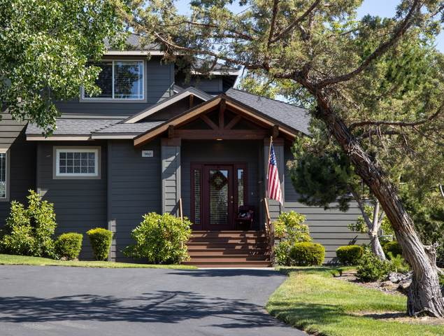 902 Golden Pheasant Drive, Redmond, OR 97756 (MLS #220104850) :: Berkshire Hathaway HomeServices Northwest Real Estate