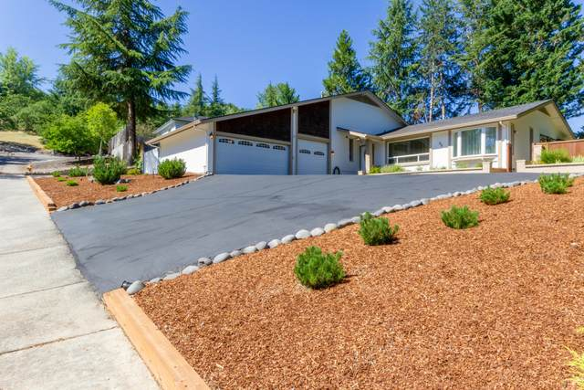 86 Monterey Drive, Medford, OR 97504 (MLS #220104862) :: Windermere Central Oregon Real Estate