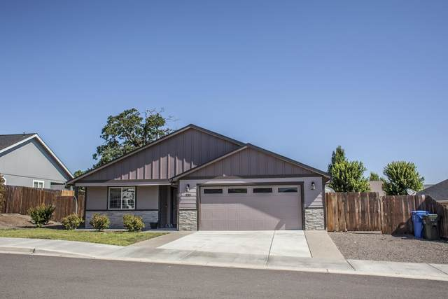 938 Sellwood Drive, Eagle Point, OR 97524 (MLS #220104933) :: Berkshire Hathaway HomeServices Northwest Real Estate