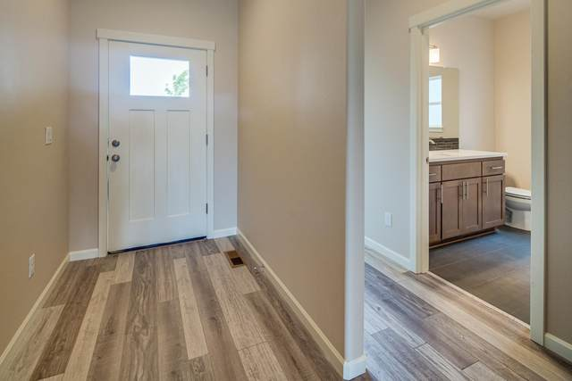 4810 SW Zenith Avenue, Redmond, OR 97756 (MLS #220104953) :: Fred Real Estate Group of Central Oregon