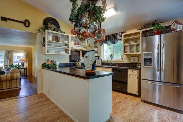 1608 SW 21st Place, Redmond, OR 97756 (MLS #220104990) :: Fred Real Estate Group of Central Oregon