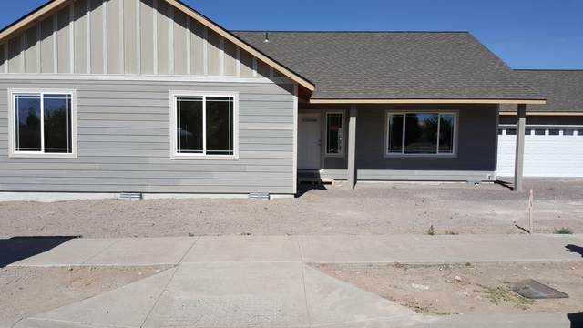 949 NE Whistle Way, Prineville, OR 97754 (MLS #220105234) :: Fred Real Estate Group of Central Oregon