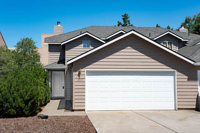 1297 NE Purcell Boulevard, Bend, OR 97701 (MLS #220105297) :: Coldwell Banker Bain