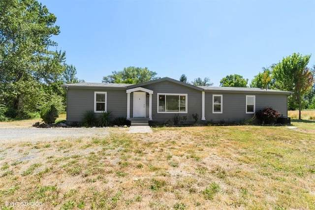 3023 New Hope Road, Grants Pass, OR 97527 (MLS #220105399) :: The Ladd Group