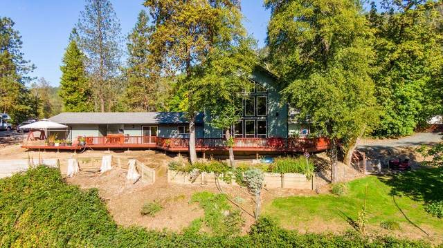 1683 E Evans Creek Road, Rogue River, OR 97537 (MLS #220105670) :: Vianet Realty