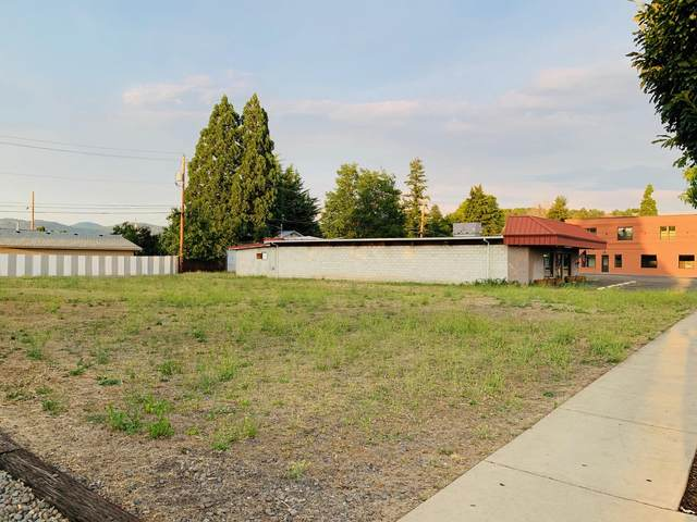 218 W Main Street, Eagle Point, OR 97524 (MLS #220105852) :: The Payson Group