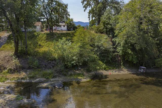 4028 Leonard Road, Grants Pass, OR 97527 (MLS #220106220) :: The Ladd Group