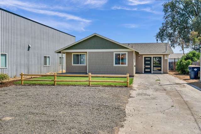 124 SW 2nd Street, Redmond, OR 97756 (MLS #220106229) :: Bend Relo at Fred Real Estate Group