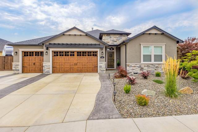 924 Arrowhead Trail, Eagle Point, OR 97524 (MLS #220106272) :: The Ladd Group