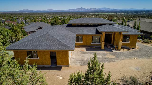 10175 Sundance Ridge Loop, Redmond, OR 97756 (MLS #220106277) :: Fred Real Estate Group of Central Oregon