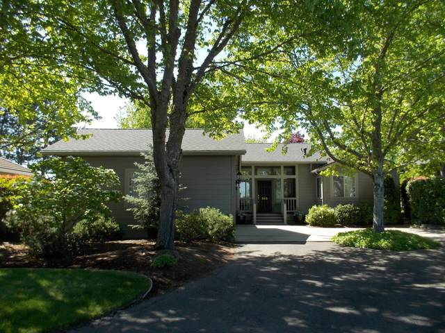 848 Mountain View Drive, Medford, OR 97504 (MLS #220106294) :: Berkshire Hathaway HomeServices Northwest Real Estate