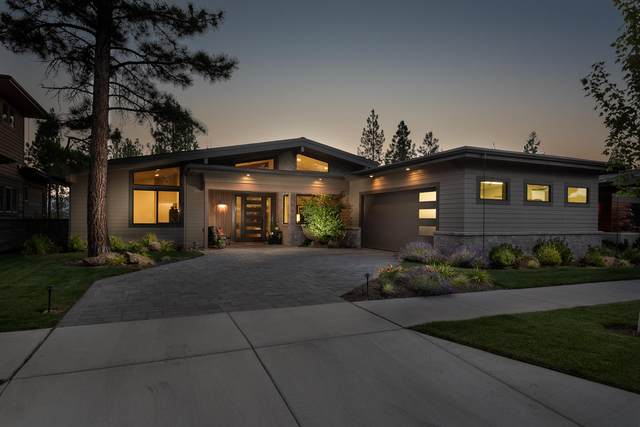 62653 NW Mt. Thielsen Drive, Bend, OR 97703 (MLS #220106304) :: Coldwell Banker Bain