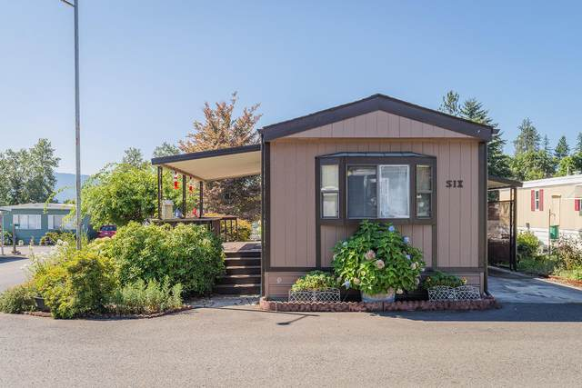 2325 NW Highland Avenue #6, Grants Pass, OR 97526 (MLS #220106336) :: The Ladd Group