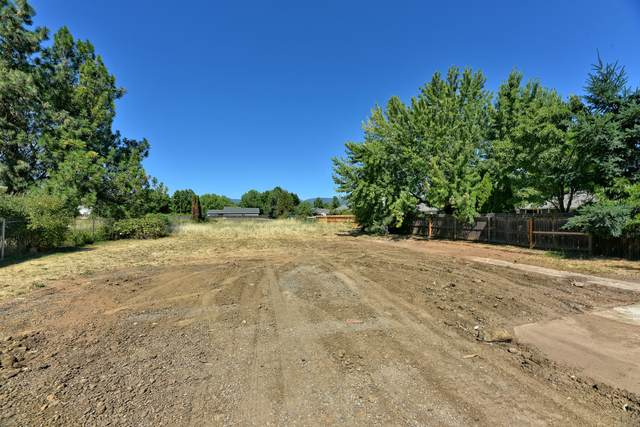 1402 Orchard Home Drive, Medford, OR 97501 (MLS #220106357) :: The Ladd Group