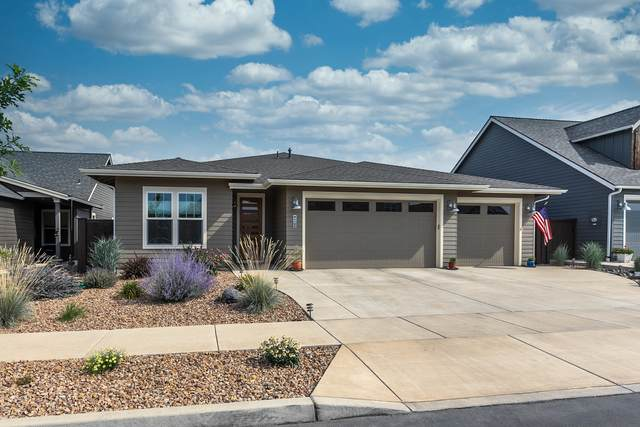 4105 SW Coyote Avenue, Redmond, OR 97756 (MLS #220106374) :: The Ladd Group
