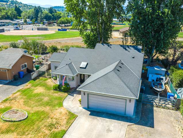 649 Crystal Drive, Eagle Point, OR 97524 (MLS #220106408) :: FORD REAL ESTATE
