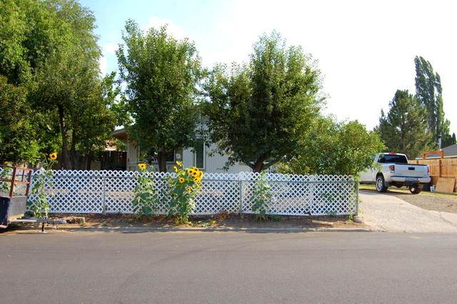 1210 SE 5th Street, Prineville, OR 97754 (MLS #220106418) :: Fred Real Estate Group of Central Oregon