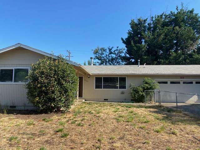 2529 Carr Street, White City, OR 97503 (MLS #220106493) :: Berkshire Hathaway HomeServices Northwest Real Estate