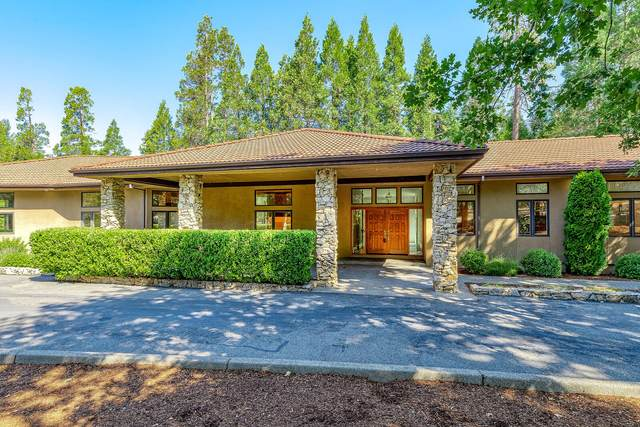 820 Serenity Lane, Grants Pass, OR 97526 (MLS #220106635) :: Vianet Realty