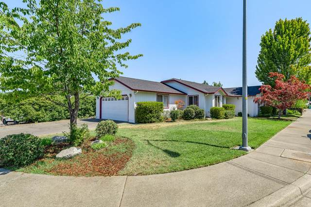 204 SE Liberty Drive, Grants Pass, OR 97527 (MLS #220106645) :: Berkshire Hathaway HomeServices Northwest Real Estate