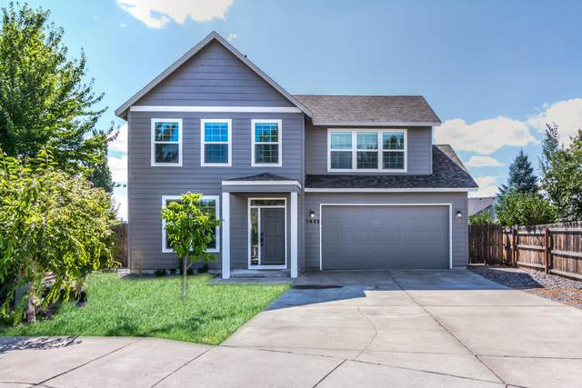 1432 NW Spruce Court, Redmond, OR 97756 (MLS #220106677) :: Fred Real Estate Group of Central Oregon