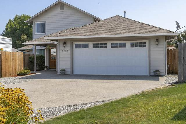 1315 SW Sturgeon Court, Grants Pass, OR 97527 (MLS #220106715) :: FORD REAL ESTATE