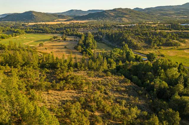 40 Lake Creek Loop, Eagle Point, OR 97524 (MLS #220106747) :: Bend Relo at Fred Real Estate Group
