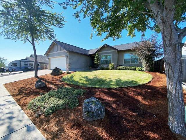 949 Sellwood Drive, Eagle Point, OR 97524 (MLS #220106760) :: FORD REAL ESTATE