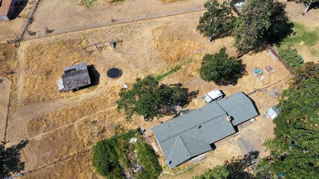 11693 Dixie Road, Central Point, OR 97502 (MLS #220106785) :: FORD REAL ESTATE