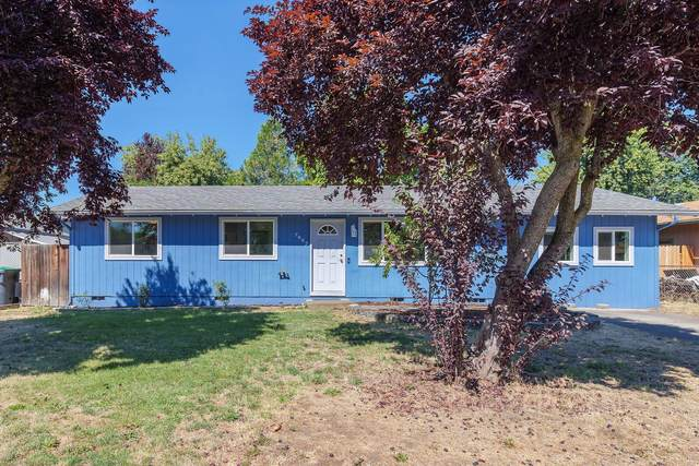 7687 Hale Way, White City, OR 97503 (MLS #220106858) :: The Ladd Group