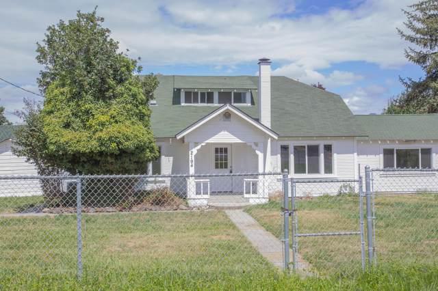 2194 Houston Road, Phoenix, OR 97535 (MLS #220107085) :: Rutledge Property Group