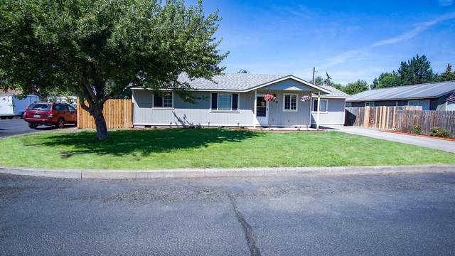 427 SW 5th Place, Prineville, OR 97754 (MLS #220107122) :: Bend Relo at Fred Real Estate Group