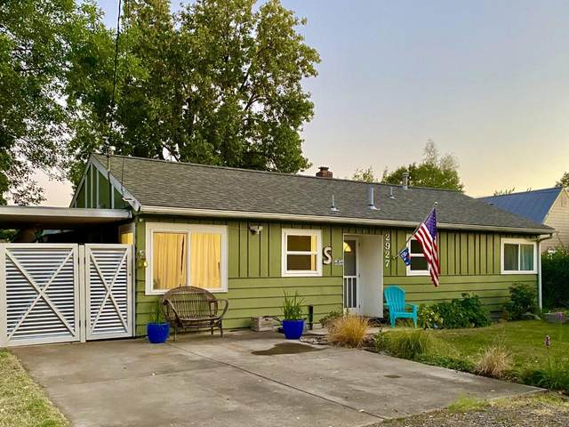 2927 Madrona Lane, Medford, OR 97501 (MLS #220107185) :: Bend Relo at Fred Real Estate Group