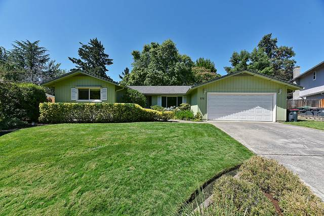 572 Burgundy Circle, Medford, OR 97504 (MLS #220107424) :: Team Birtola | High Desert Realty
