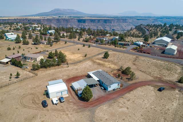 6948 SW Shad Road, Terrebonne, OR 97760 (MLS #220107584) :: Fred Real Estate Group of Central Oregon