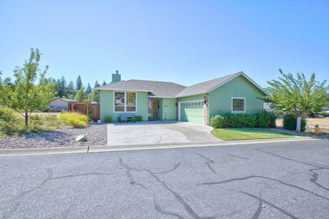 245 Red Cedar Lane, Cave Junction, OR 97523 (MLS #220107731) :: Windermere Central Oregon Real Estate