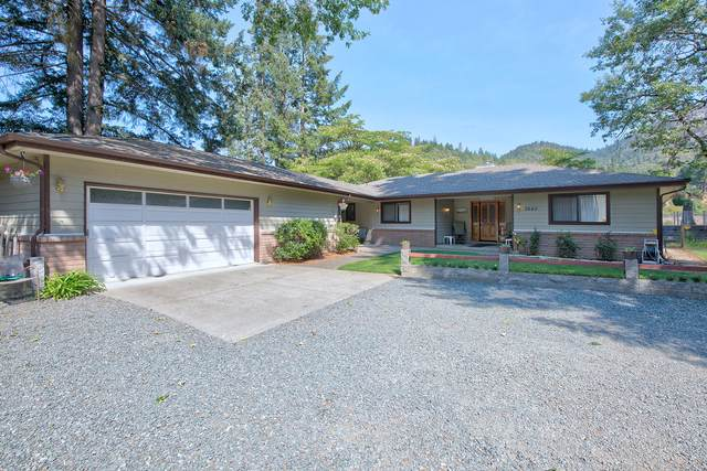 3840 Almar Road, Grants Pass, OR 97527 (MLS #220108064) :: The Payson Group