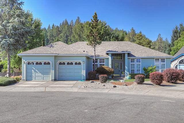 1900 W Harbeck Road, Grants Pass, OR 97527 (MLS #220108787) :: Windermere Central Oregon Real Estate