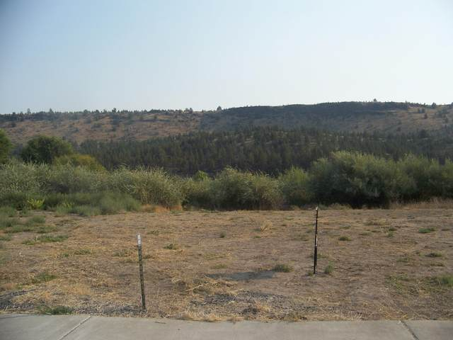 3044 SE Triangle Outfit Drive, Prineville, OR 97754 (MLS #220108823) :: Coldwell Banker Sun Country Realty, Inc.