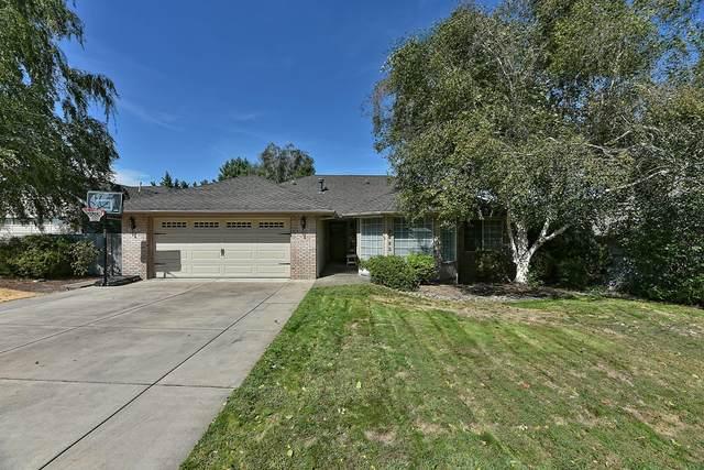 2423 Meadow Creek Drive, Medford, OR 97504 (MLS #220109028) :: Coldwell Banker Bain