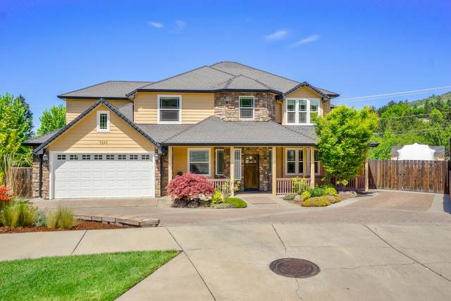 4555 Hathaway Drive, Medford, OR 97504 (MLS #220109251) :: The Payson Group