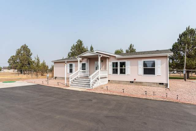 5904 SW Shad Road, Terrebonne, OR 97760 (MLS #220109317) :: Fred Real Estate Group of Central Oregon